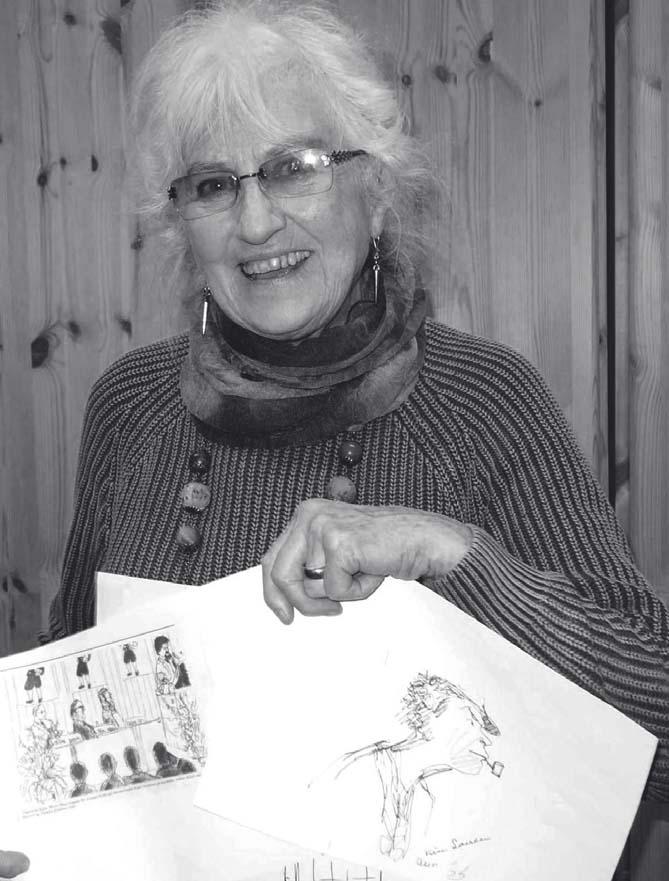 Anne-Marie-Høeg med et par af sine mange teatertegninger. Foto 2015 Fl. Lamberth
